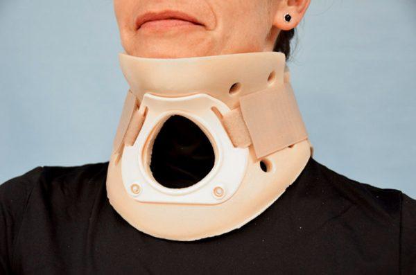 03060 - Collarín Philadelphia con traqueotomía (3 tallas)